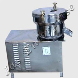 Continuous type centrifugal juicers